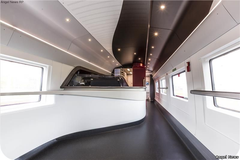 PININFARINA - Eurostar unveils the new e320 train with external livery and interiors designed by Pininfarina